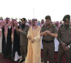 محافظ الأفلاج يتقدم المصلون لصلاة عيد الفطر ويستقبل المهنئين