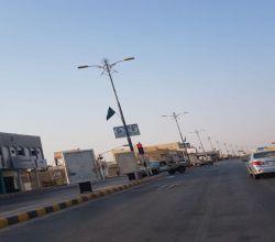 بلدية الأفلاج تُزيّن شوارع المحافظة بـ 2000 علم احتفاءً باليوم الوطني
