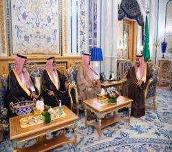 خادم الحرمين الشريفين : يستقبل أسرة الفقيد اللواء عبدالعزيز الفغم