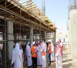 محافظ الأفلاج يقف على أكبر مشروع استثماري خيري بمحافظة الأفلاج
