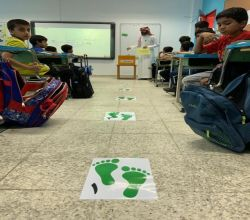 5 خطوات تنتهي بجائزة.. شاهد مبادرة معلم بالأفلاج تُشعل حماس الطلاب
