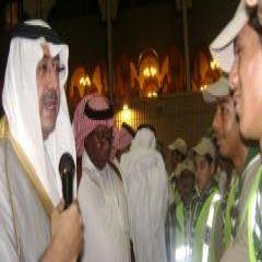 سمو وزير التربية والتعليم يتطلع الكشافة بالحرم