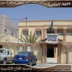 يخدم عدة قرى وهجر مع مدينة الأحمر الأهالي يرفعون مطالبهم لمدير المستشفى لإستكمال الخدمات الطبية بالمستوصف
