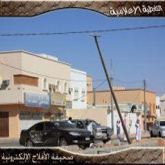 حادث بلا إصابات يفقد سيطرة قائد المركبة ليسقط عامود إنارة