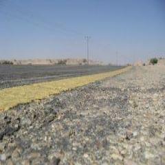 أهالي الأحمر يناشدون مسؤولي وزارة النقل إصلاح طبقة الازفلت