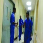 عمال النظافة بمركز صحي الأحمر و واسط  لم تصرف لهم رواتبهم منذ 8 أشهر
