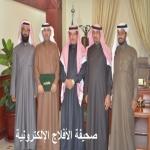 بعد زيارة مفاجئه : محافظ الأفلاج يكرم مدير الضمان الإجتماعي