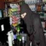 رسالة ماجستير بجامعة الإمام: عمل المرأة مضيفة وإعلامية وكاشيرة اتجار بالبشر