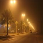 بالصور.. موجة غبار تجتاح سماء الأفلاج وتحد من مدى الرؤية الأفقية