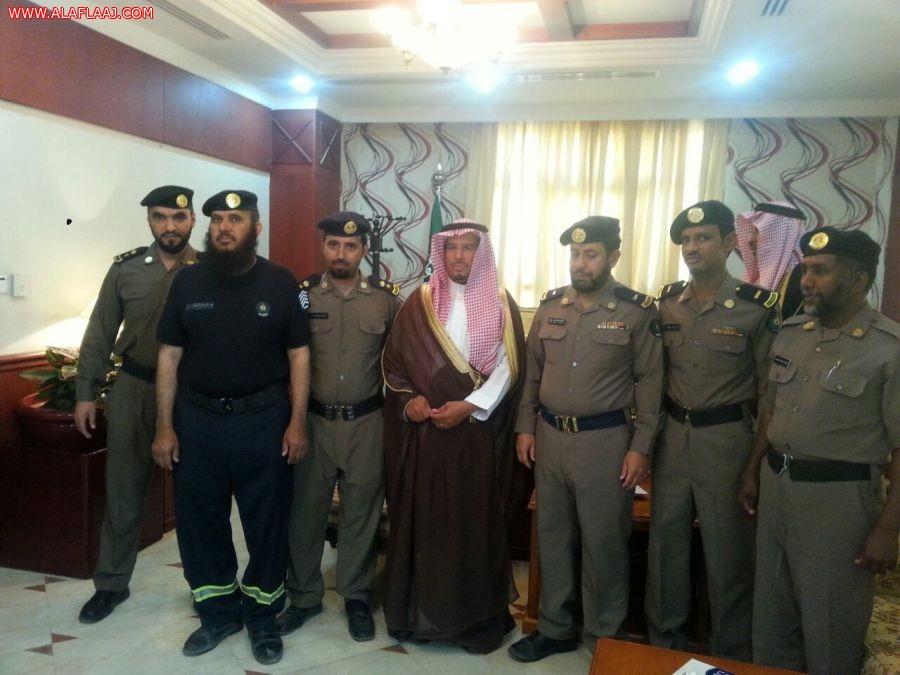 صورة جماعية مع المحافظ