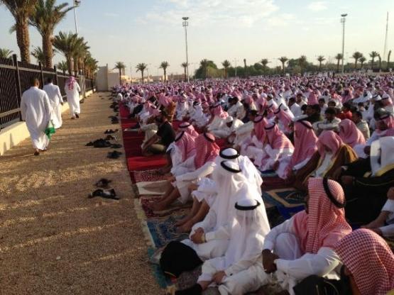 خطيب مسجد العيد بالأفلاج مواقع التواصل الاجتماعي منبع للإشاعات