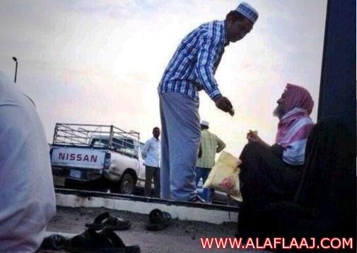 مغردون .. مقيم مغترب عن وطنه يتبرع لمواطن سعودي في وطنه !
