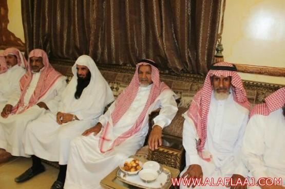 الشيخ حسن النتيفات يقيم حفل معايدة بالهدار