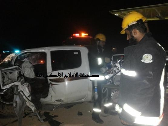 وفاة شابين إثر حادث شنيع في الأحمر صور للحادث