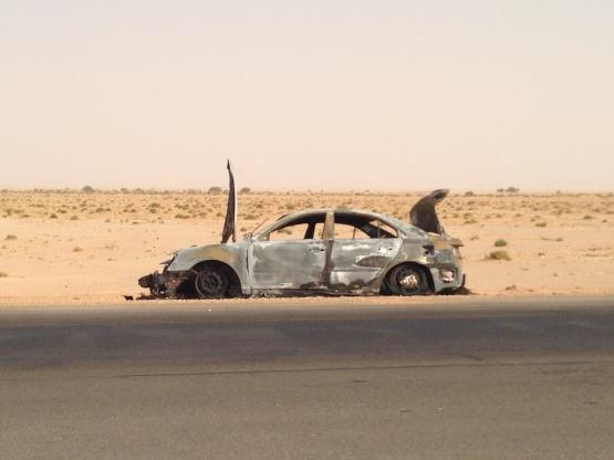 سيارة محترقه بالكامل منذ شهر على الطريق السريع