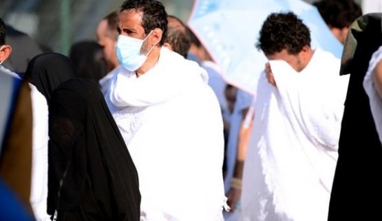 حج العروسين.. معسكر إيماني عاطفي وتآلف للمشاعر والشعائر