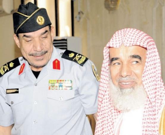 الشيخ خلف المطلق ينوه بالاهتمام بالأفراد العسكريين