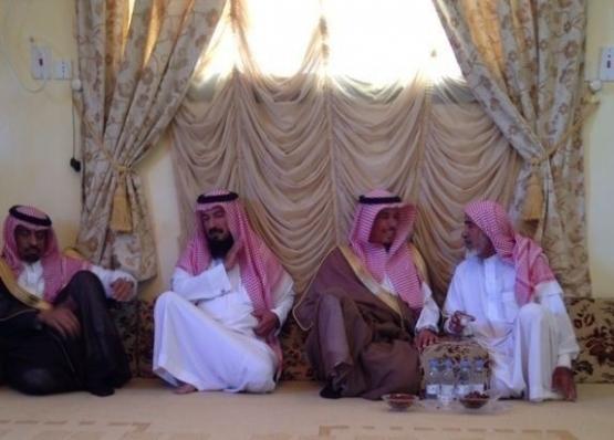 محافظ ووكيل محافظة الأفلاج يعزون مدير مكتب شركة الكهرباء بالأفلاج