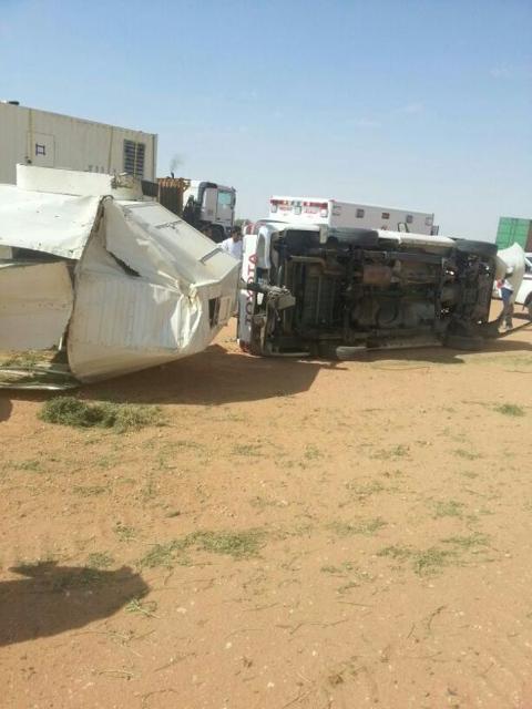 إصابة مواطن ونجاة خيوله في حادث مروري شمال الأفلاج