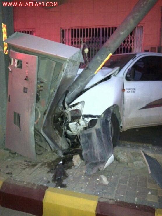 حادث في محول كهربائي وإصابة خفيفه لقائد المركبة