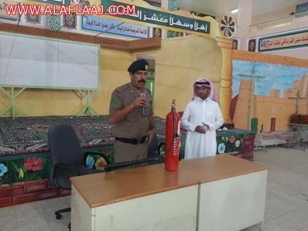 الدفاع المدني يعد برنامج زيارات لعدد من مدارس المحافظة