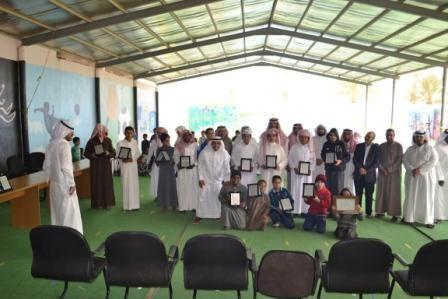 بالصور رواد الأفلاج الأهلية تقيم حفل تكريم الطلاب المتفوقين