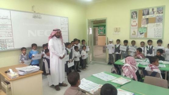 طلاب روضة الأطفال بلجنة التنمية الاجتماعية بالبديع في زيارة لمدرسة عثمان بن عفان الإبتدائية