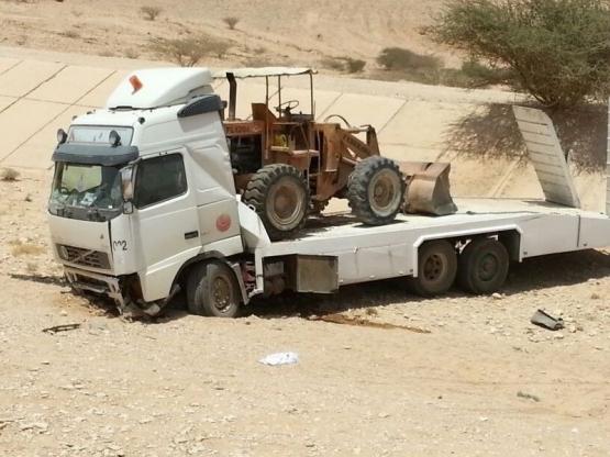 إصابات بليغة في الظهر لمقيم يمني إثر حادث إنقلاب ناقله