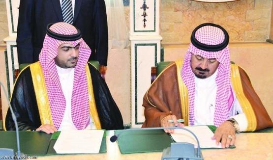 رئيس هيئة الإذاعة والتلفزيون يوقع مشروع تحديث محطة الإرسال الإذاعي بمحافظة الأفلاج