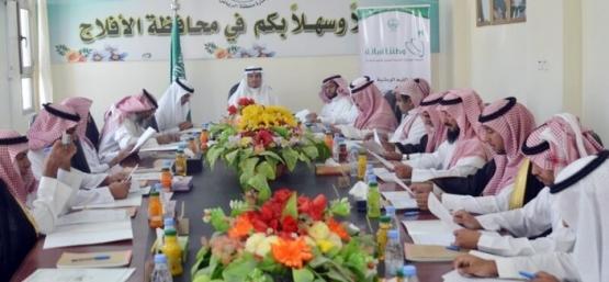 محافظ الأفلاج يترأس جلسة المجلس المحلي