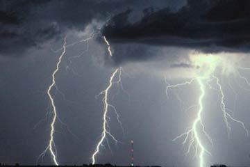 | الأرصاد: أمطار رعدية على جنوب منطقة الرياض ووادي الدواسر
