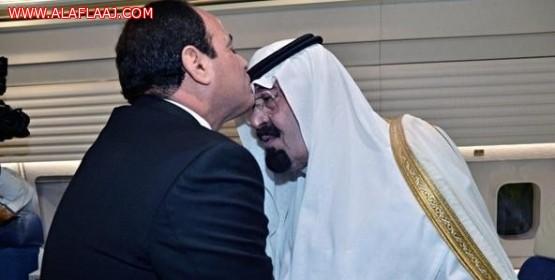 35 دقيقة مباحثات بين الملك عبدالله والرئيس المصري.. وقبلة رأس من السيسي لخادم الحرمين
