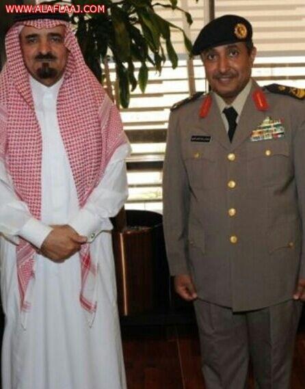 """مساعد وزير الداخلية للعمليات يقلد """"الموينع"""" رتبة لواء"""