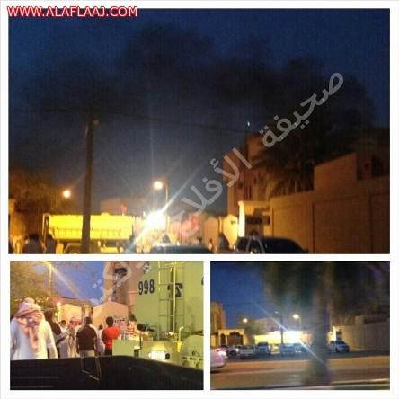 فرق الدفاع المدني تباشر حريقا بأحد المنازل بحي العزيزية