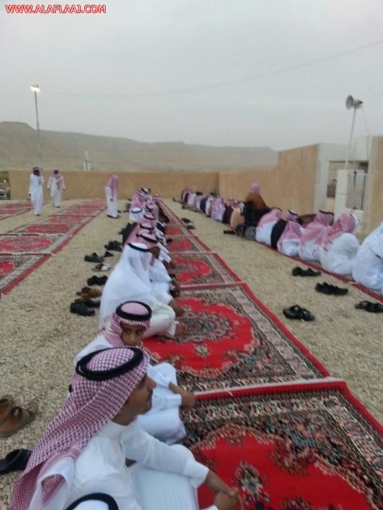 بعد صلاة عيد الفطر المبارك  أهالي مركز ستارة يشكرون إدارة الأوقاف