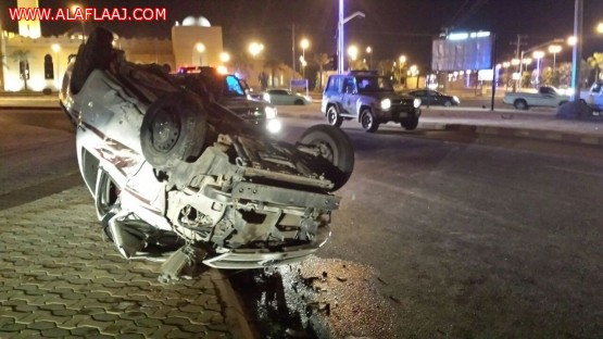 نجاة شابين من حادث مروري مروع