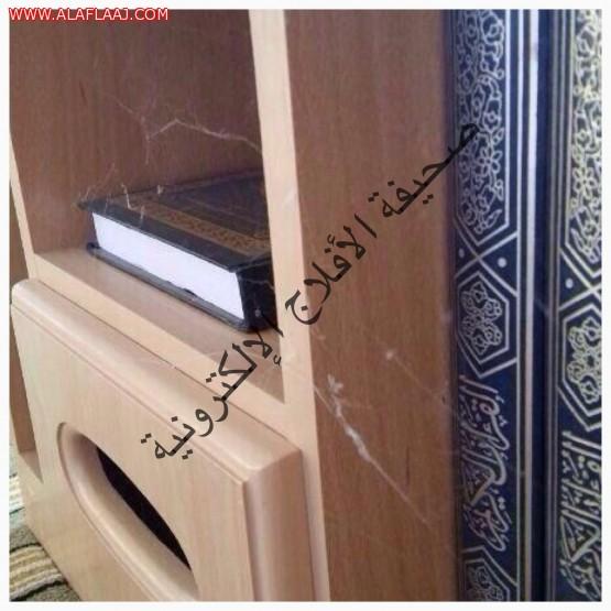 العنكبوت يوجه رسالة للمصلين في أحد مساجد الأفلاج