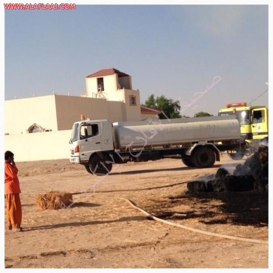 الدفاع المدني وآليات بلدية البديع يخمدون حريقآ في 3000 لبنة برسيم
