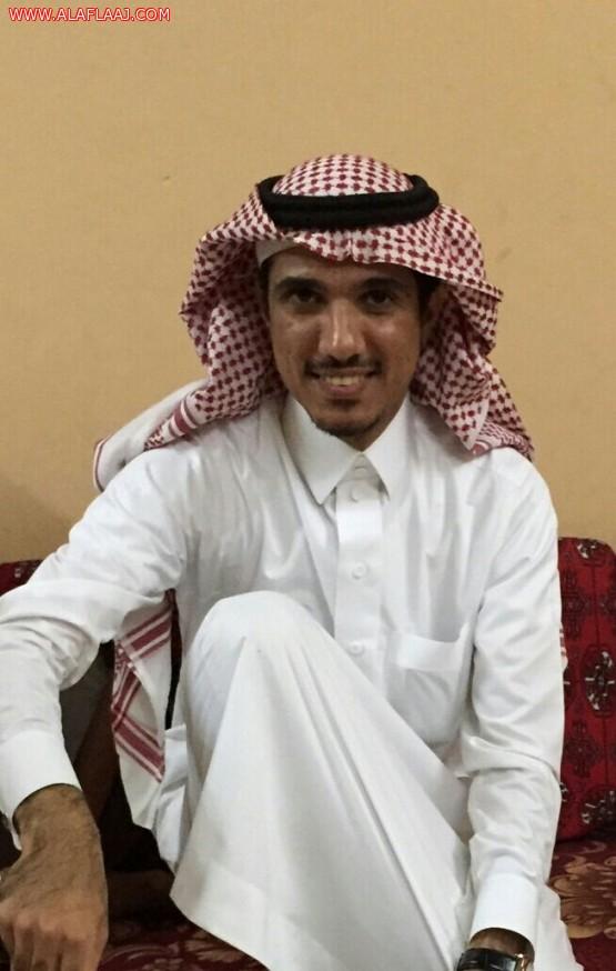 منسوبي مركز صحي الأحمر يكرمون زميلهم أحمد السالم