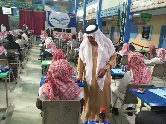 الزايد يتفقد سير الاختبارات في عدد من مدارس المحافظة
