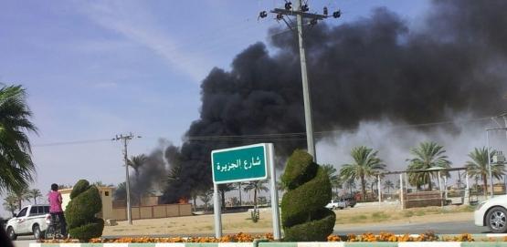 الدفاع المدني والبلدية يخمدون حريقا في مبنى تابع للبلدية