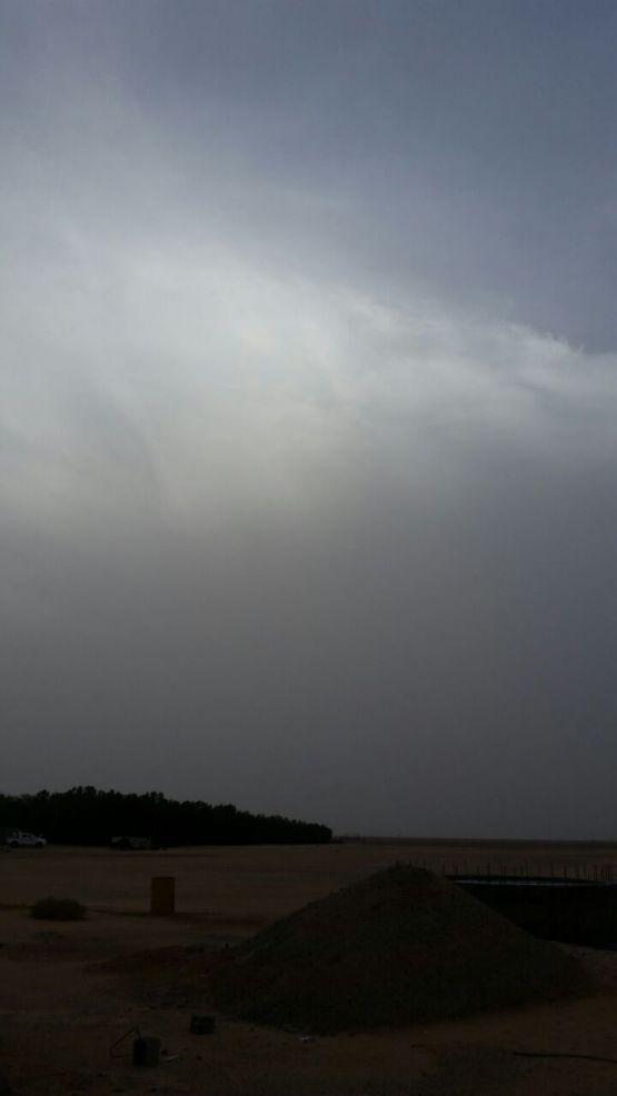 موجة غبار تتسبب في إنقطاع الكهرباء عن الهمجة غرب الأفلاج