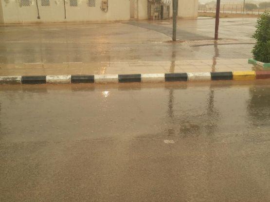 هطول أمطار مصحوبة بزوابع رعدية تشهدها المحافظة الآن (تحديث مستمر)  بالصور