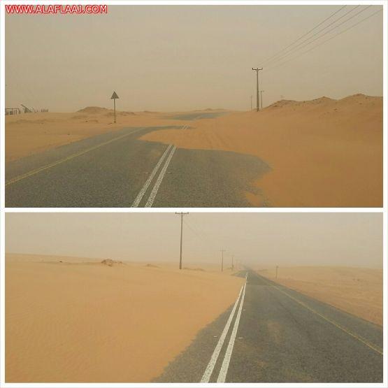 الرمال الزاحفة تغطي طريق مريصيص الطوال