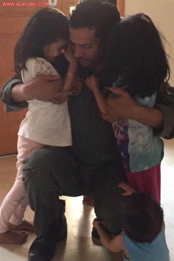 """صورة لطيار سعودي بـ """"عاصفة الحزم"""" يودع أطفاله تجتذب إعجاب المغردين"""