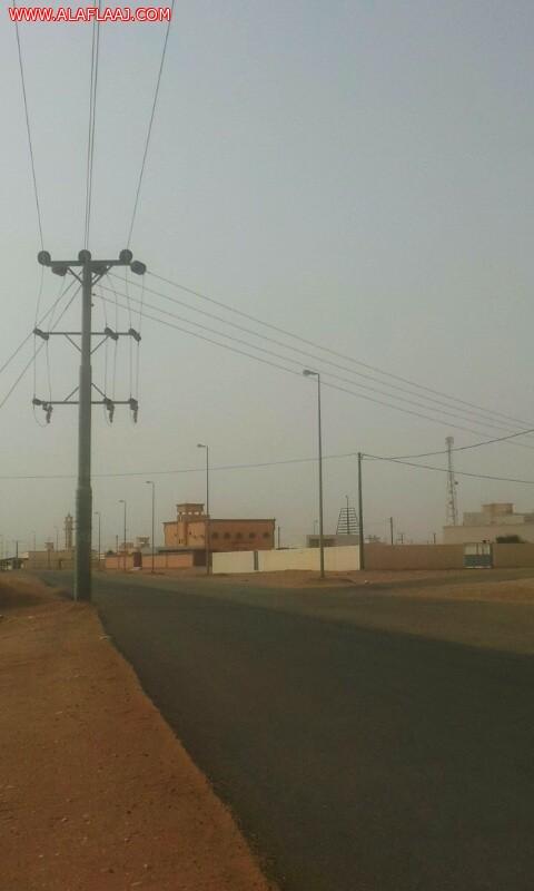 أهالي النايفية يناشدون إبعاد عامود كهرباء يتوسط الطريق