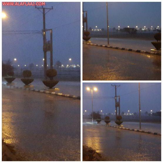 أمطار غزيرة تشهدها محافظة اﻷفلاج الآن