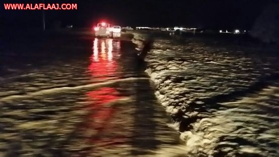 بالصور السيول تقطع طريق الأحمر - الجويفا - مكه
