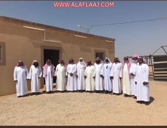 """رئيس بلدية  """" الأحمر """" يقف على احتياجات سكان قرية الهوة"""