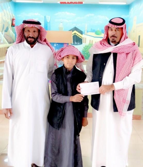 استقبال حافل لطالب حصل على المركز الثاني في مسابقة القراءة في الأفلاج